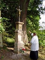 Požehnání kříže u Luk