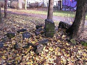 Denkmal vor der Reparatur