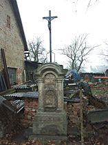 Kříž v ulici ke hřbitovu - 27.11.2004