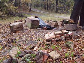Rozebírání zbytků kapličky, 21.10.2004