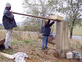 Reparatur des Kreuzes, 19.10.2003