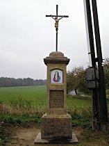Kříž u odbočky do Korců - září 2007