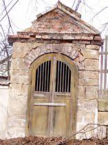 stav kapličky před opravou, 6.3.2003