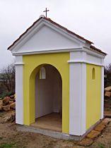 Kaplička na jižním konci obce - 6.11.2004