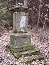 sokl kříže před opravou, 13.3.2004