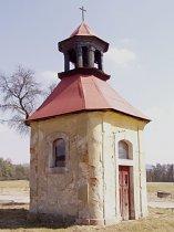 Kaple na horním konci obce