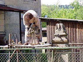 Rozebírání poškozené sochy - 17.5.2003