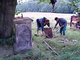 Snímání soklu s reliéfy, 20.7.2005