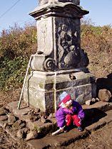 Očištěný podstavec sochy - 18.10.2003