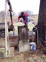 oprava soklu kříže - 28.3.2004