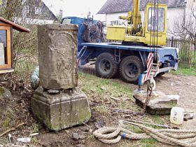 Reparatur des Kreuzes, 17.4.2005