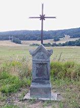 Kříž u silnice do Kravař - červenec 2007
