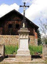 Kříž na návsi - květen 2007