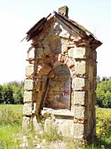 Stav kapličky před opravou, 2005