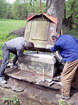 Reparatur des Kreuzes, 16.5.2004