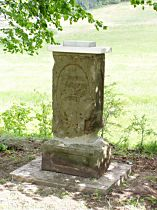 Kříž po sestavení soklu - 16.5.2004